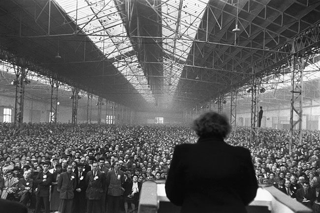 Henri-Cartier-Bresson---Political-meeting,-Parc-des-Expositions,-Paris,-1953