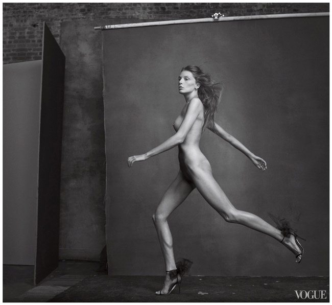 daria-werbowy-photographed-by-annie-leibovitz-vogue-april-2010