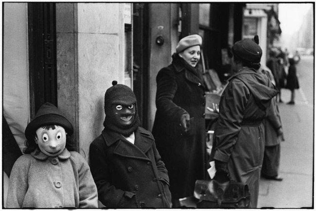 ElliotErwitt-photo-masks