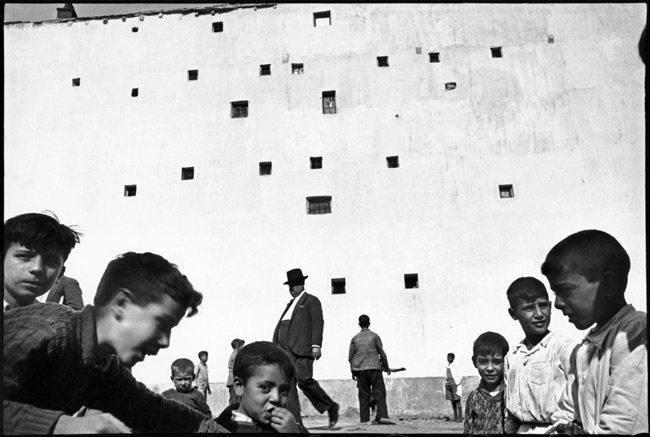 Henri-Cartier-Bresson-with-Black-Borders-2