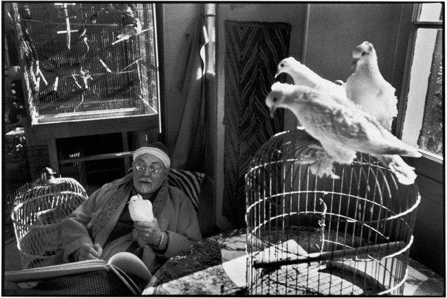 Henri-Cartier-Bresson-with-Black-Borders-3