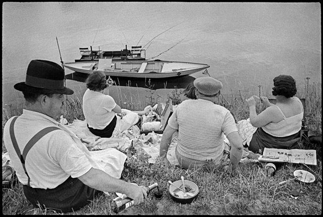 Henri-Cartier-Bresson-with-Black-Borders-5