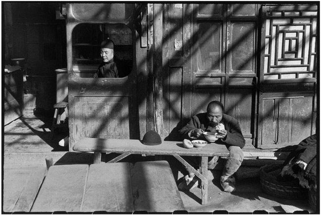 Henri-Cartier-Bresson-with-Black-Borders-6