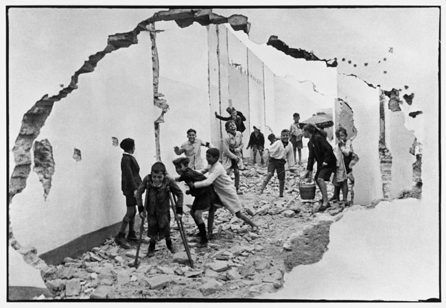 Seville.-Spain.-1933-©-Henri-Cartier-BressonMagnumPhotos