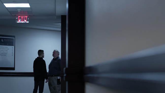 Mr Robot Composition-analyzed cinematography-negative space-002
