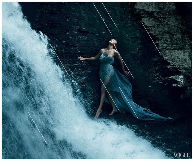 Law of Similarity-gestalt psychology-charlize-theron-breaking-away-vogue-by-annie-leibovitz-december-2011